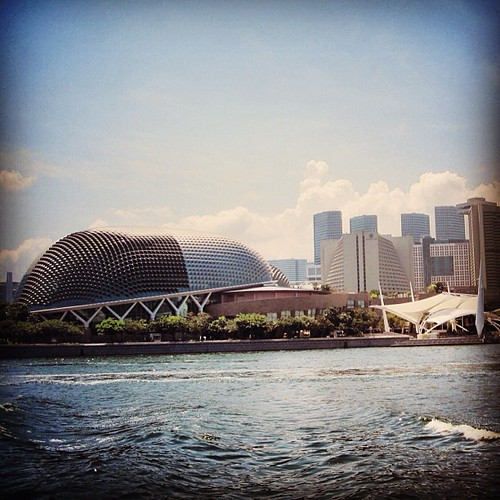 Esplanade on Marina Bay #singapore by @MySoDotCom