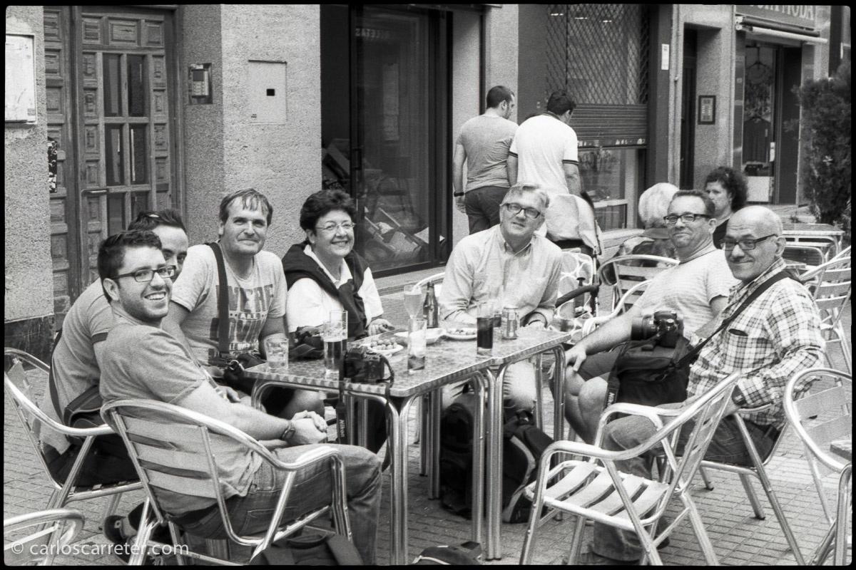 Participantes del encuentro a la hora del aperitivo