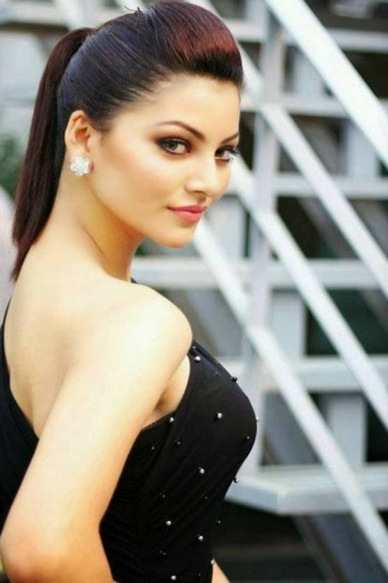 Hot Urvashi Rautela in Damn Sexy Skin Tight Black Outfit