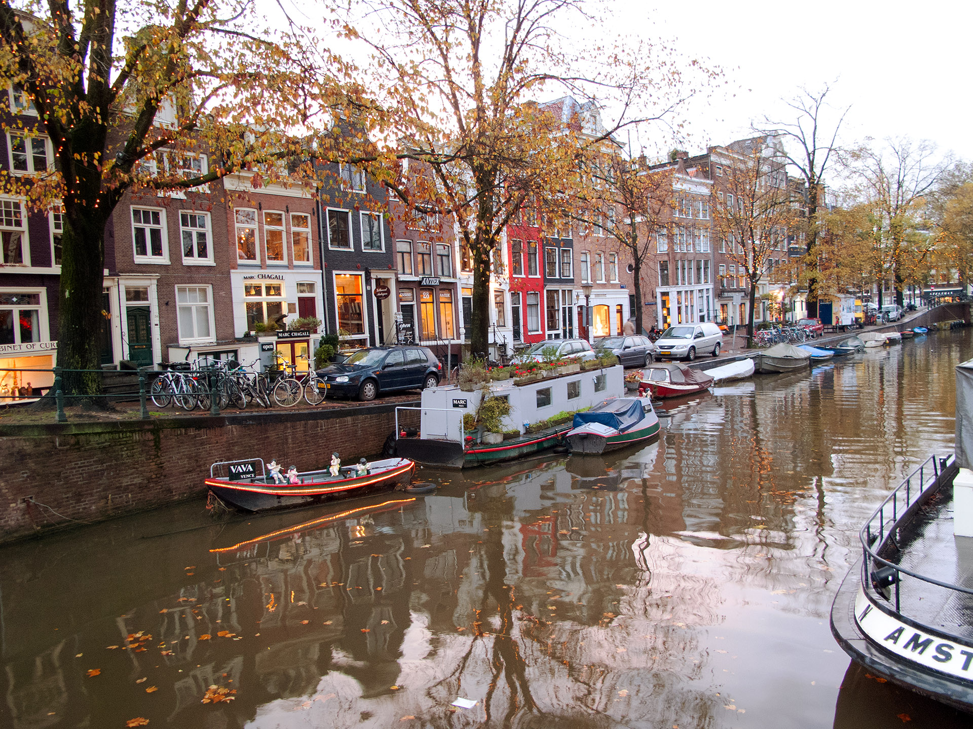 Canal living, Amsterdam.