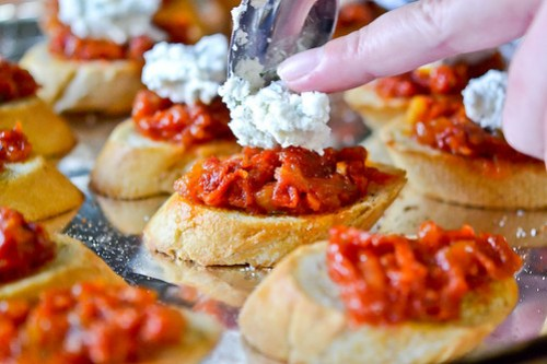 Crostini with Sun-Dried Tomato Jam-7