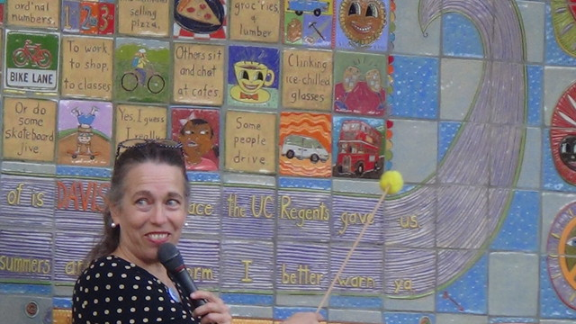 heidi bekebrede singing the Davis song at the mural