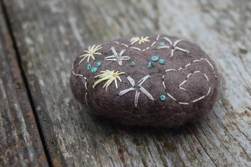 geborduurde stenen
