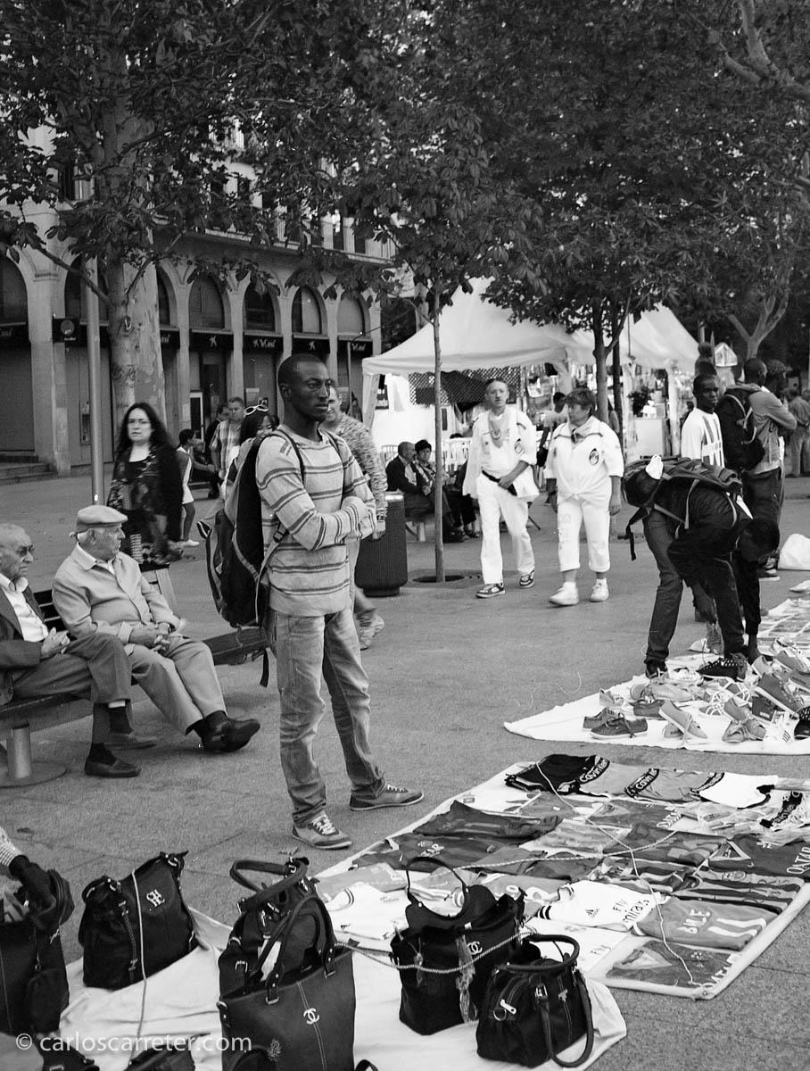 Venta ambulante en la plaza Aragón