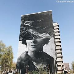 #massive #wall #streetart #streetartistry #streetart_daily #thecrystalship #oostende #ostend #visitoostende #visitflanders #wanderlust #travel #travelgram #vsco #vscocam #belgium #igbelgium #guardiantravelsnaps #face #blue #spring #sky #skyscraper