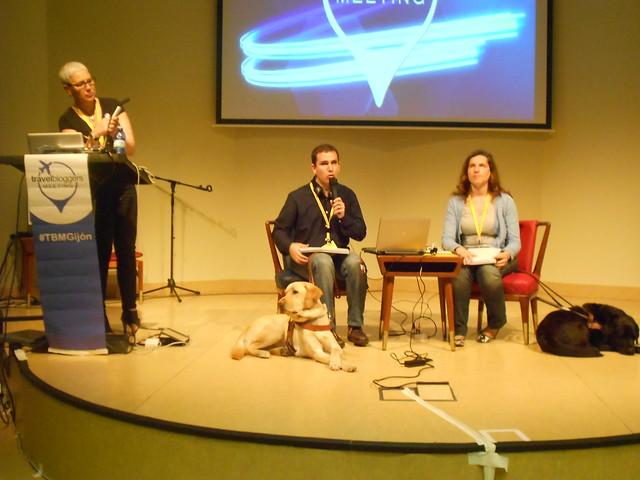 Juanjo y Nuria terminando la ponencia de Viajar con los sentidos