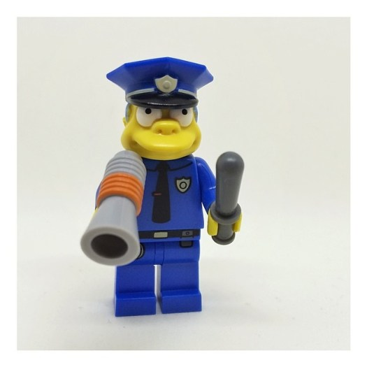 I try to like them, I really do, but I can't do it. I really don't like The Simpsons minifigs. They just aren't Lego. I'm sad to think they'll probably have a place in the next Lego movie.   Why didn't they make them like they were in the TV episode inste