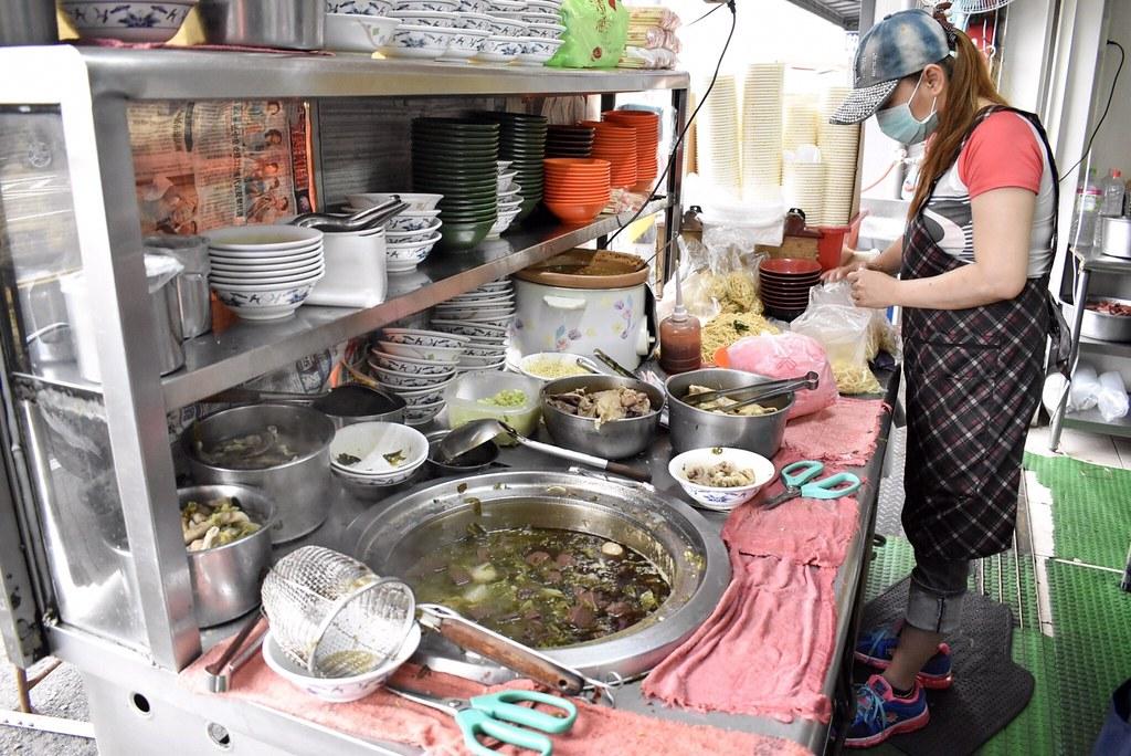 【臺中炒麵】梁嫂炒麵肉燥飯-水湳市場的傳統早午餐。炒麵。肉燥飯。豬血湯。大腸湯。豬肚湯。簡單又好 ...