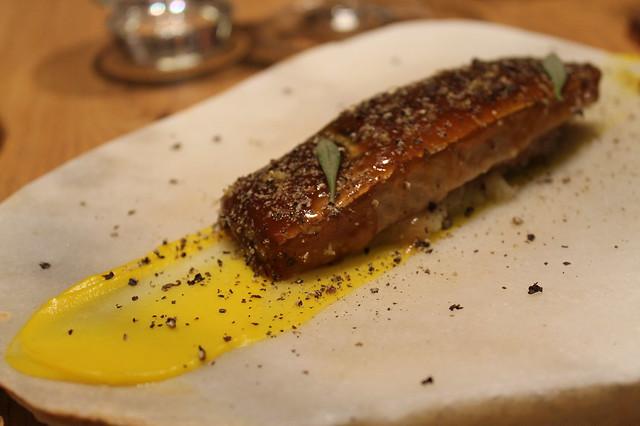 Caballa glaseada, boniato, pimienta negra y limón, de Ricard Camarena