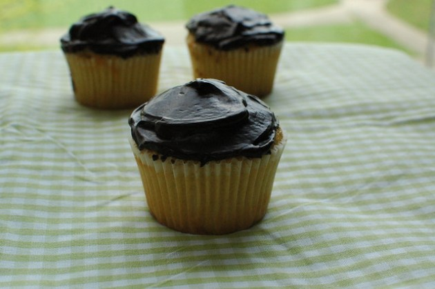 Boston cream pie cupcake 06