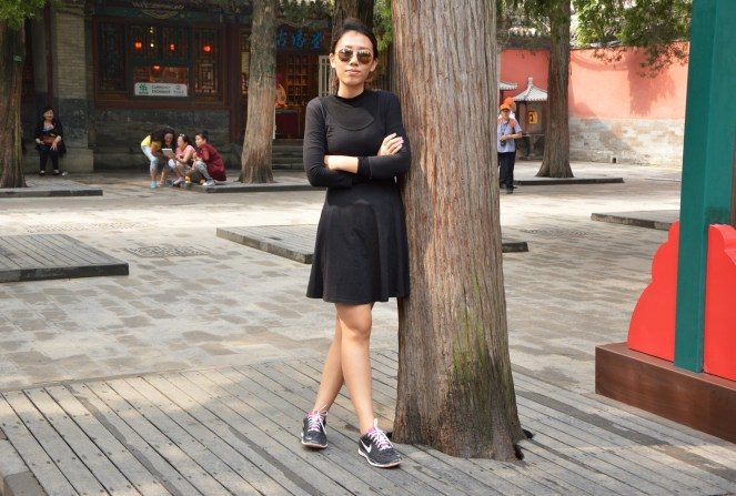 all black outfit, black dress, nike sneakers, mango aviators