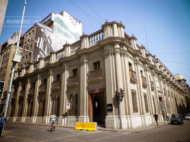 Museo Chileno de Arte Precolombino de Santiago en Bandera 361, Plaza de Armas
