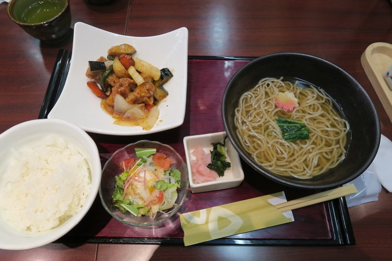 鶏と野菜の黑酢あんせット(糖醋蔬菜雞肉套餐)
