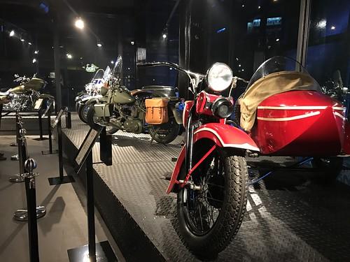 ภายในโชว์รูม ก็จะมีพิพิธภัณฑ์ฮาร์เล่ย-เดวิดสันขนาดย่อมๆ ผลัดเปลี่ยนหมุนเวียนเอารุ่นต่างๆ มาโชว์