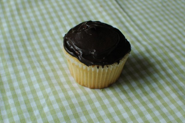 Boston cream pie cupcake 01