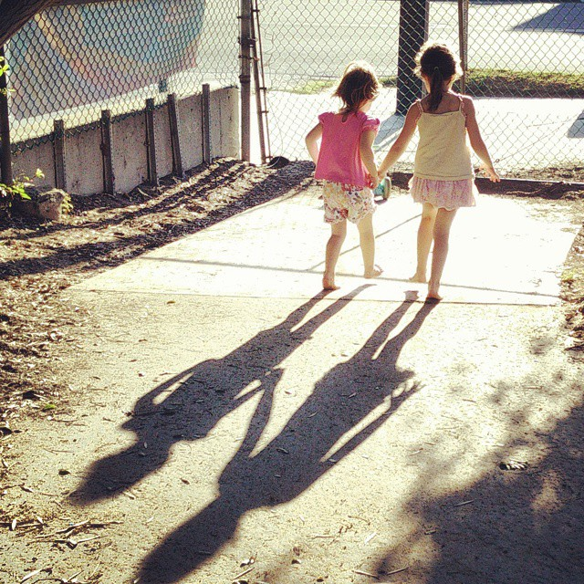 Even their shadows are besties...