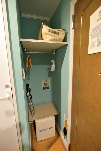 【衣櫥】開放式的衣櫥,也是小小的