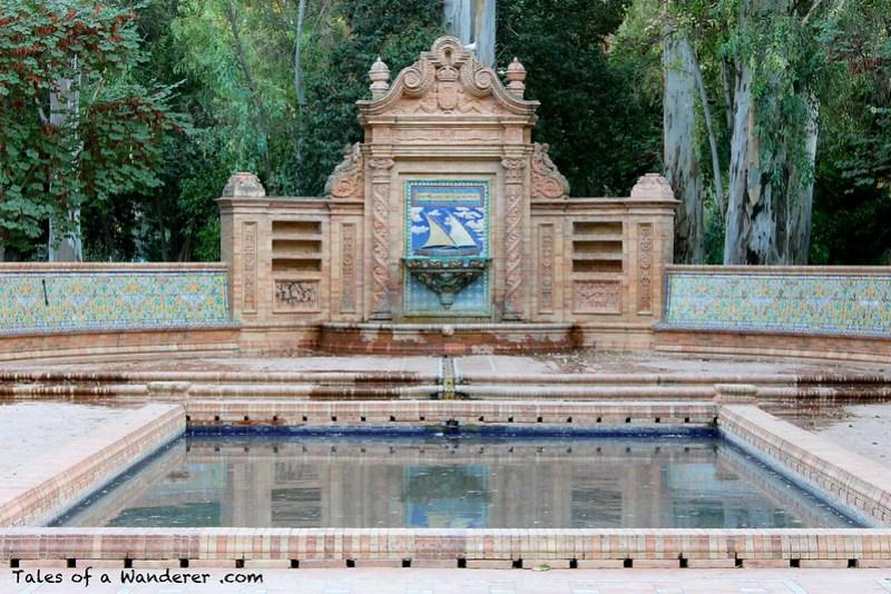 SEVILLA - Parque de María Luisa - Glorieta de los Hermanos Álvarez Quintero