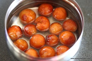 jamuns in syrup