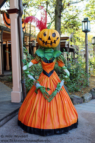Pumpkin Saloon girl