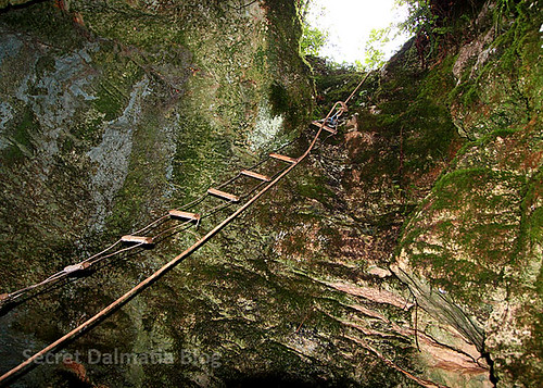 The 100 years old wire rope ladder
