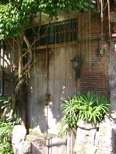 An intact old house in Calle Madrid