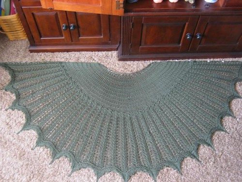 * There arent very many projects for this shawl, I dont understand why that is, its eye-catching!