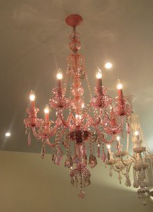 Seriously love that chandelier