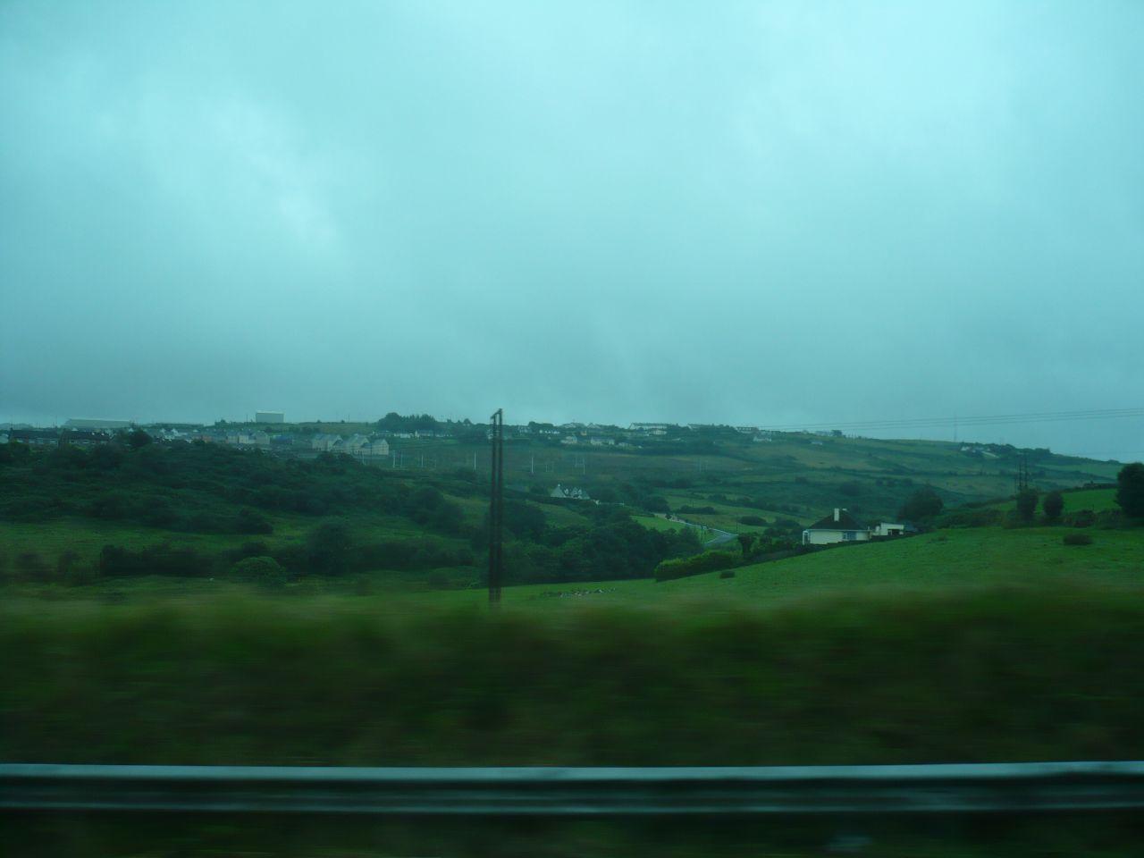 un paisaje irlandés desde el autobús