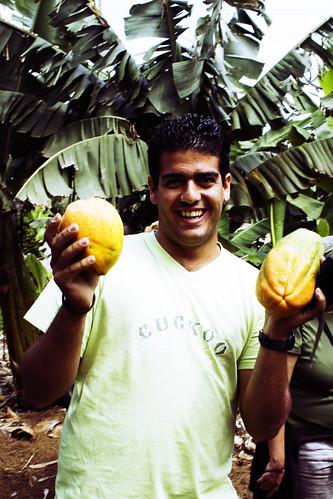 Chedey con sus papayas gratis