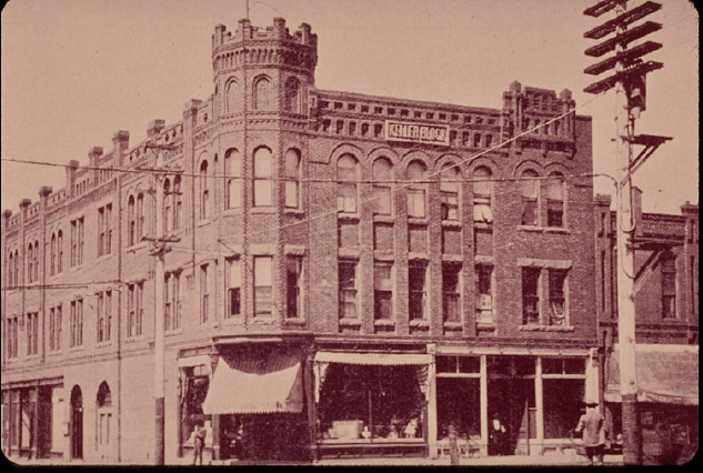 The Keller Building in a photograph from 1902.