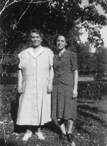Grandmom and Mom October 1943.jpg