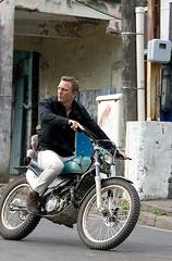 James Bond nas ruas do Haiti - CLIQUE PARA AMPLIAR ESTA FOTO EM ÓTIMA RESOLUÇÃO