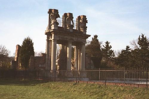 The Ruins - Statuettes