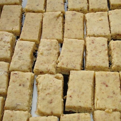 ungebackene Nuss-Hafer-Biskuits
