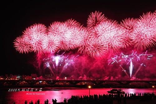 恬兒玩攝影 拍攝的 2008大稻埕花火節--忠孝橋煙火。