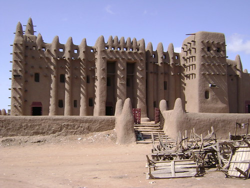 Djennes mosque is the biggest mud structure in the world.