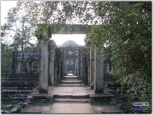 Baphuon - Pavilion