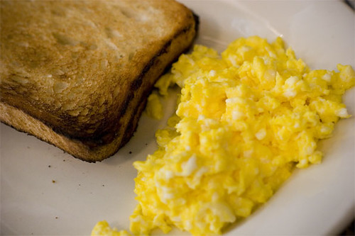 Scrambled egg w/ toast