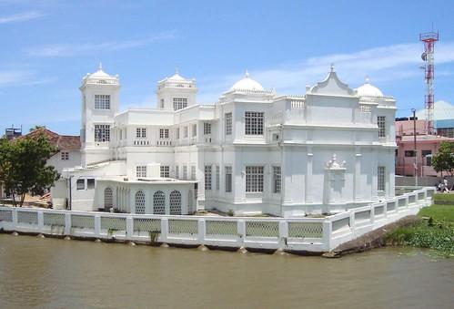 Mosque at Matara, Sri Lanka by YimHafiz.