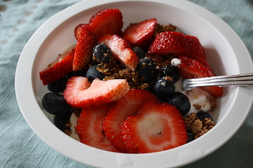 Chobani vanilla yogurt, berries, granola