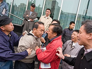 Falun Gong  Supporter Roughed Up in Flushing