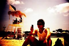 宜野灣_沙灘推特 Mobile twitterer on the beach