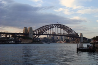 Sydney bridge from circular Quay1