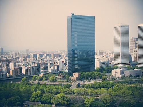 오사카성 천수각에서 내려다본 오사카 시내. 큰 빌딩이 눈에 띈다.