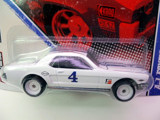 hot wheels vintage racing a.j. foyt's '65 ford mustang (2)