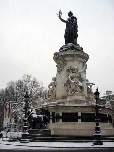 Snow at the Place de la Republique.