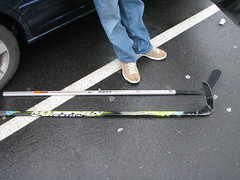 a broken hockey stick and its wooden stick replacement