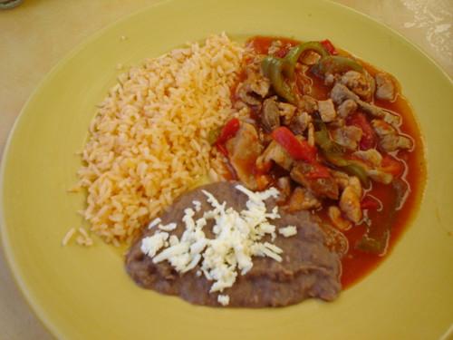 Carne con arroz y chile
