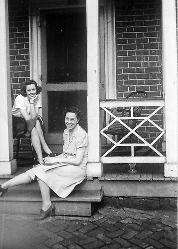 Aunt Buddy and Mom on the side of 606 E. Jefferson.jpg